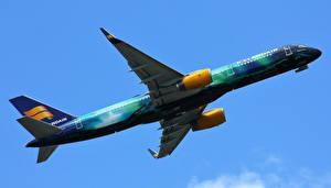 Картинки Самолеты Пассажирские Самолеты Боинг Летящий 757-256(WL) Авиация