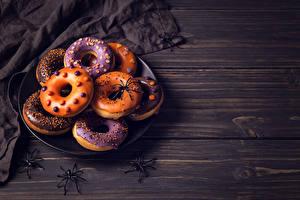 Картинка Выпечка Пончики Хеллоуин Пауки Доски Еда