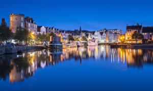 Картинки Шотландия Эдинбург Речка Дома Пристань Вечер Корабли Города