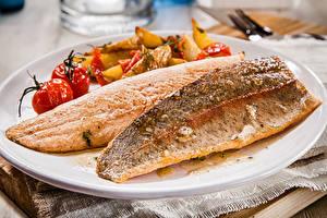 Фотографии Морепродукты Рыба Овощи Тарелка Продукты питания