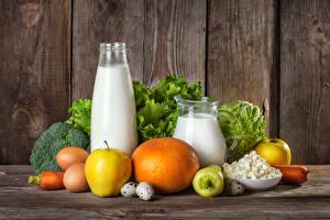 Картинка Натюрморт Молоко Яблоки Творог Овощи Доски Бутылки Кувшины Яиц Еда