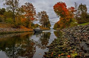 Картинки Швеция Речка Речные суда Лодки Осенние Камень Деревья Природа
