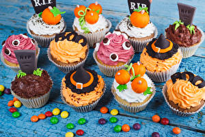 Фото Сладости Конфеты Пирожное Хэллоуин Капкейк кекс Дизайн Еда