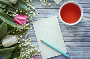 Фотография Тюльпаны Ландыши Чай Доски Шаблон поздравительной открытки Чашка Лист бумаги