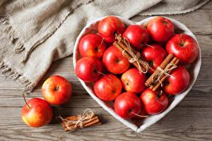 Фото Яблоки Корица Красный Сердечко Пища