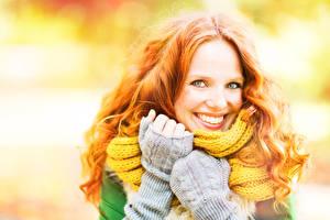 Картинки Осенние Рыжая Улыбка Лицо Перчатки Девушки