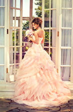 Фотографии Букеты Шатенка Невеста Платье