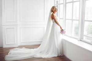 Обои Букеты Окно Невеста Платье Блондинка Девушки