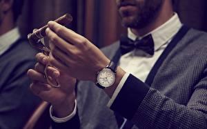Обои Часы Наручные часы Руки Сигара Switzerland, Vacheron Constantin Цветы картинки