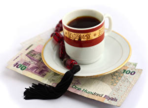 Обои Кофе Деньги Купюры Белым фоном Чашке Блюдца Еда