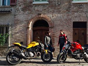 Обои Дукати Мужчины Мотоциклист 2 2017 Monster 821 Мотоциклы