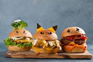 Фотографии Быстрое питание Гамбургер Булочки Серый фон Разделочная доска Дизайн Втроем Пища