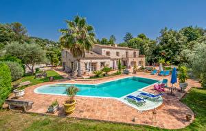 Картинки Франция Дома Особняк Плавательный бассейн Пальмы Дерева Saint-Paul город