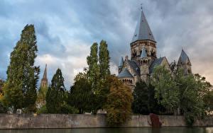 Картинка Франция Храмы Деревья Забор Metz