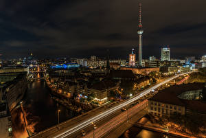 Картинка Германия Берлин Дома Речка Мосты Ночь Улица