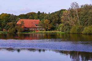 Картинки Германия Озеро Здания Леса Ahausen Saxony Природа
