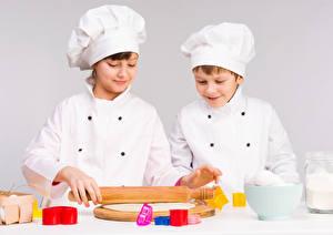 Фотография Серый фон Мальчики Вдвоем Повар Шапки Дети