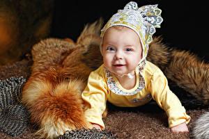 Картинка Грудной ребёнок Взгляд Улыбка Шапки