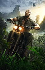 Фотографии Джуманджи: Зов джунглей Dwayne Johnson Мужчины Мотоциклист Smolder Brasstown Кино Знаменитости Мотоциклы