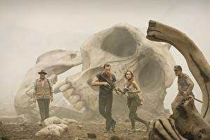 Обои Конг: Остров черепа Черепа Мужчины Том Хиддлстон Brie Larson, John Goodman Фильмы Знаменитости Девушки