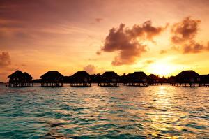 Обои Мальдивы Тропики Море Рассветы и закаты Небо Бунгало