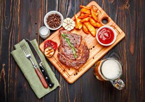 Картинки Мясные продукты Картофель фри Пиво Овощи Кетчуп Кружка Пена Соль Продукты питания