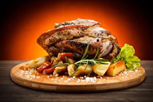 Картинки Мясные продукты Картошка Овощи Разделочная доска Соль