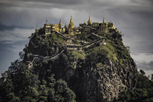 Фотографии Монастырь Скала Лестница Popa Taungkalat monastery Myanmar Города