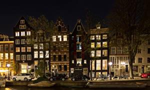 Обои Нидерланды Амстердам Дома Улица Ночь Уличные фонари Города картинки