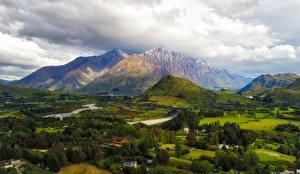 Картинки Новая Зеландия Гора Поля Луга Деревья Облачно Queenstown Природа