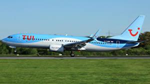 Картинка Самолеты Пассажирские Самолеты Боинг Сбоку Взлетает 737-8K5 Авиация