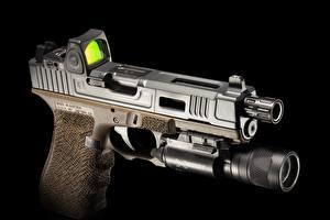 Картинка Пистолеты Вблизи Черный фон FI Mk 2, G22