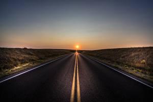 Картинки Дороги Рассветы и закаты Асфальт Природа
