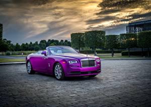 Фотография Rolls-Royce Кабриолета Дорогая Металлик Фиолетовый 2017 Dawn in Fuxia Автомобили