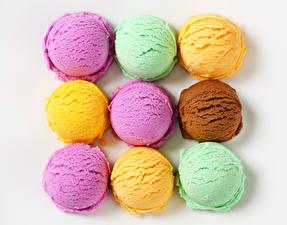 Фотографии Сладости Мороженое Белый фон Шар Разноцветные Продукты питания