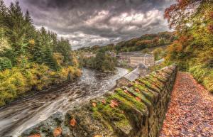 Картинка Великобритания Реки Осень Здания HDR Ограда Дерева Листья Мох New Lanark Lanarkshire Природа