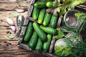 Обои Овощи Огурцы Чеснок Укроп Доски Еда картинки