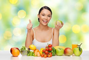 Обои Овощи Фрукты Яблоки Томаты Цитрусовые Пальцы Улыбка Девушки
