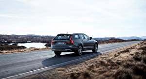 Фотографии Volvo Универсал Cross Country V90 Silver 2017 машины