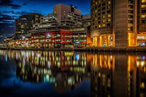Картинки Австралия Мельбурн Здания Реки Причалы Ночь Уличные фонари Города