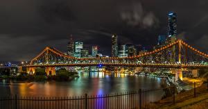 Картинки Брисбен Австралия Здания Речка Мосты В ночи Гирлянда Забором Города