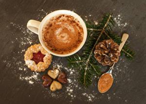 Обои Рождество Печенье Кофе Капучино Шоколад Чашка Ветвь Шишки Ложка Сердечко