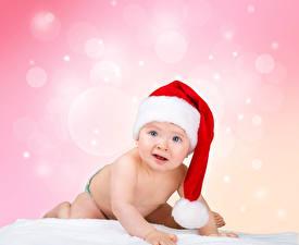 Картинка Новый год Младенца В шапке Взгляд Ребёнок