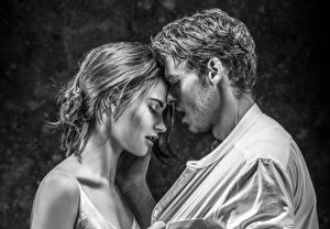 Фотография Влюбленные пары Мужчина Лили Джеймс Черно белые Richard Madden молодая женщина