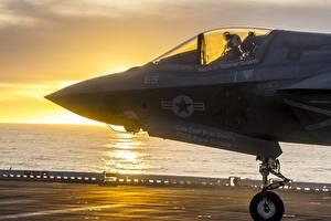Картинки Самолеты Истребители Кабина летчика Американские F-35B Авиация