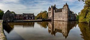 Фото Франция Замки Пруд Здания Chateau de Trecesson Morbihan Города