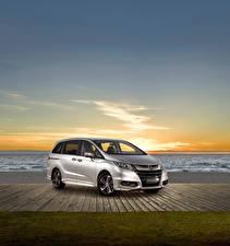 Фотография Honda Серебристый 2014-17 Odyssey VTi-L Автомобили