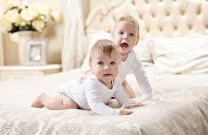 Фотографии Младенцы Два Смотрит Кровать ребёнок