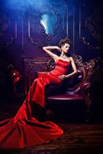 Обои Украшения Кресло Шатенка Сидящие Платье Девушки