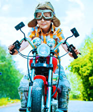 Картинка Мотоциклист Мальчики Очки Шлем Ребёнок